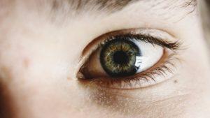Regarder dans les yeux