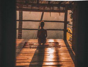 Faire de la méditation pour avoir des pensées positives